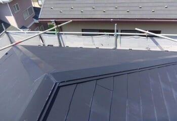アスファルトシングルによる屋根カバー工法の施工前