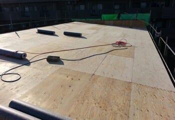 野地板増し張り屋根カバー工法の施工前写真