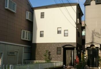 兵庫県西宮市で行った金属屋根リフォームと金属サイディング工事完成
