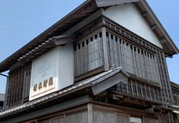 大昔の建物は木質サイディング