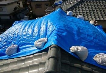 現場調査 台風被害によって棟瓦が大きく破損