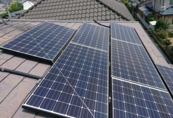 現地調査 太陽光パネルがついた屋根