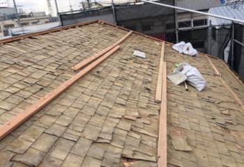 屋根工事開始 瓦の撤去