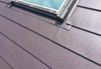 新しい屋根材の張り付け