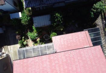 現場調査 屋根をドローンで撮影