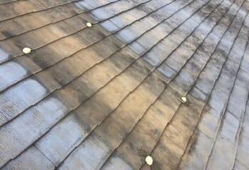 屋根のボルトの穴