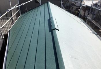 断熱材と一体化している横葺き金属屋根
