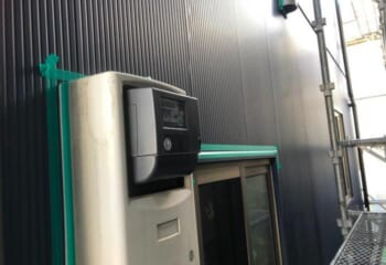 外壁回りの調整(3) 電機ボックスの脱着