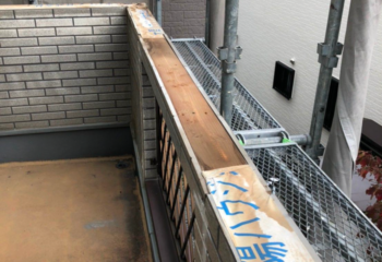 外壁カバー工法 (3)ベランダの笠木(かさぎ)を撤去