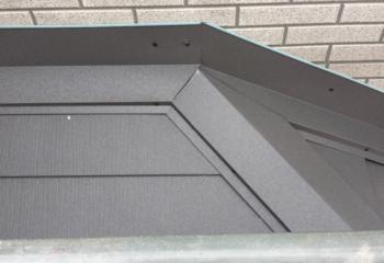 屋根カバー工法 (6)外壁と屋根の取り合い部の施工