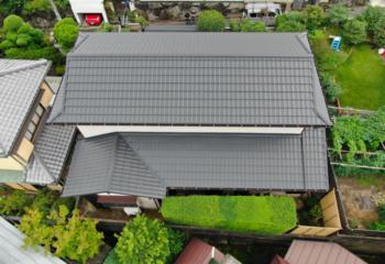 大阪府豊中市でおこなった和瓦風ガルバリウム鋼板屋根への葺き替え工事が完成