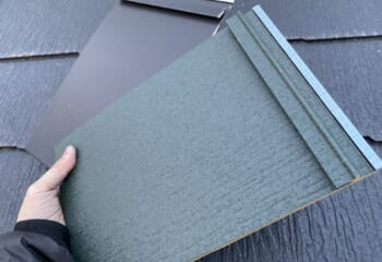 ガルバリウム鋼板を成型加工して屋根材/外壁材にする