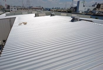 折板屋根のリフォーム完成