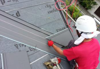 瓦屋根と金属屋根は全く違う分野