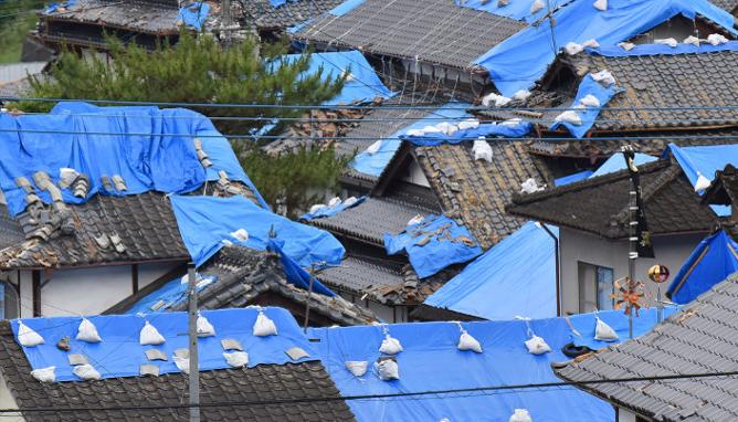 地震による屋根瓦の損害