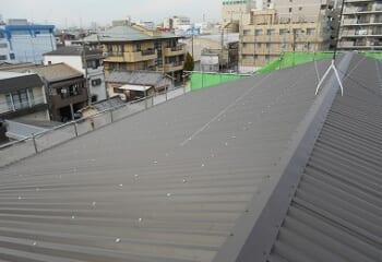工場屋根のカバー工法完成