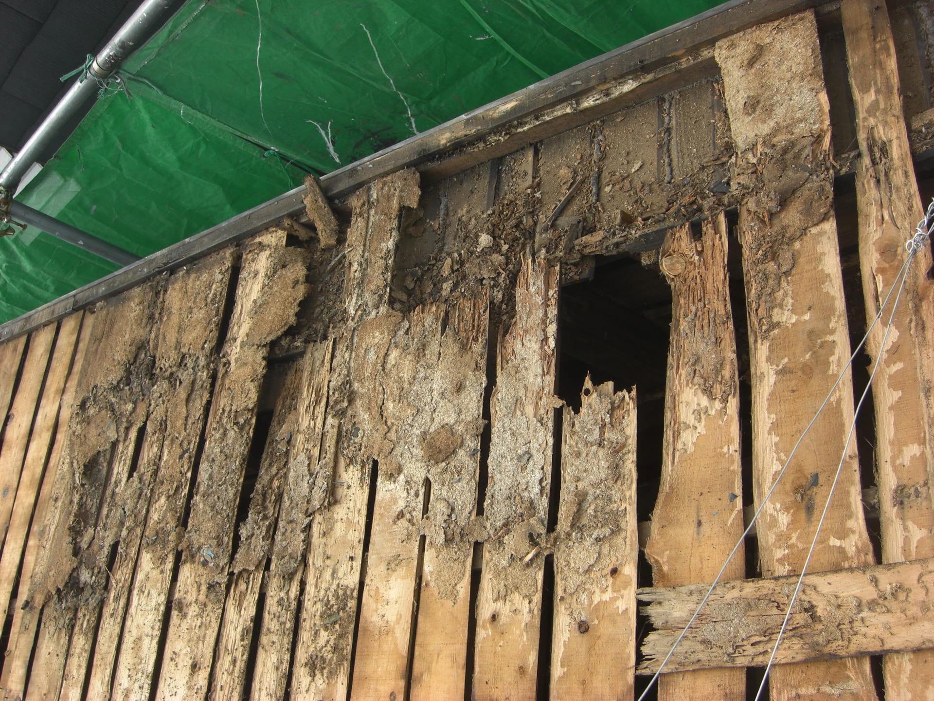 垂木が腐食した場合は補強が必要
