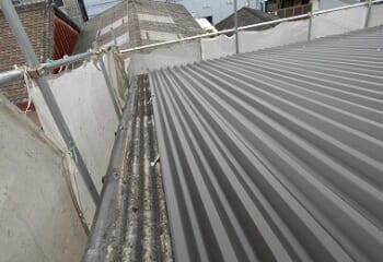 波型スレート屋根のカバー工法