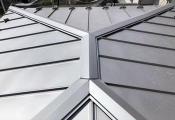 立平葺きの金属屋根