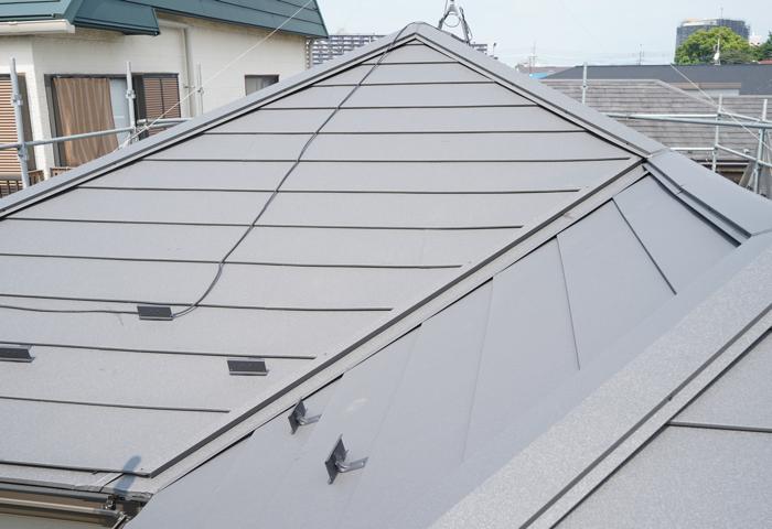 屋根カバー工法の施工写真