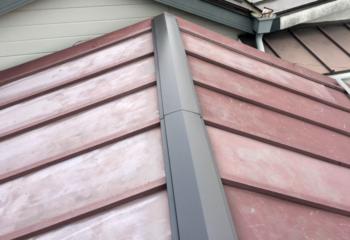 瓦棒葺きの金属屋根