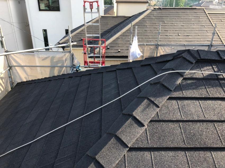 かん合式タイプの石粒付き鋼板屋根