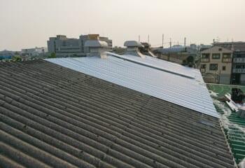 折板屋根でカバー