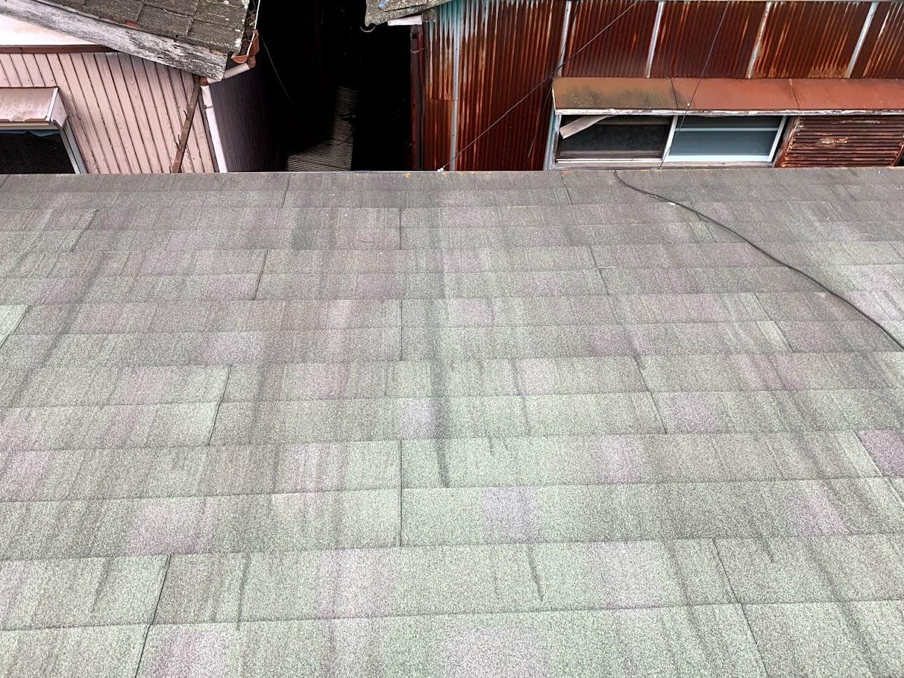 石粒付き鋼板屋根の色あせ