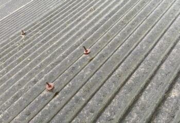 セメントでできた屋根
