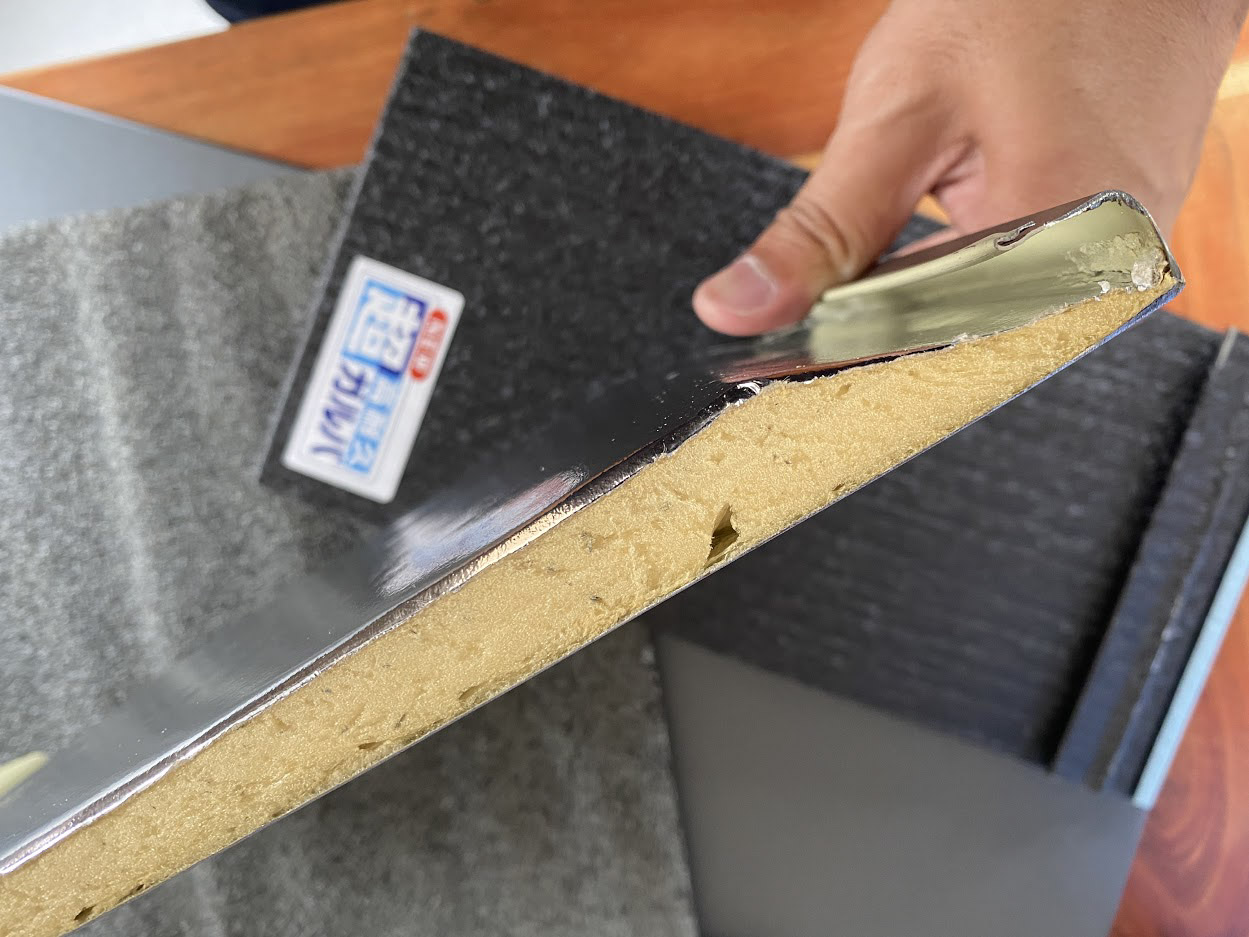 断熱材一体型の金属屋根で最も断熱材が分厚い「横暖ルーフαプレミアムS」