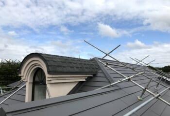 R曲線屋根の張り替えとベルックス天窓交換リフォーム工事が完成