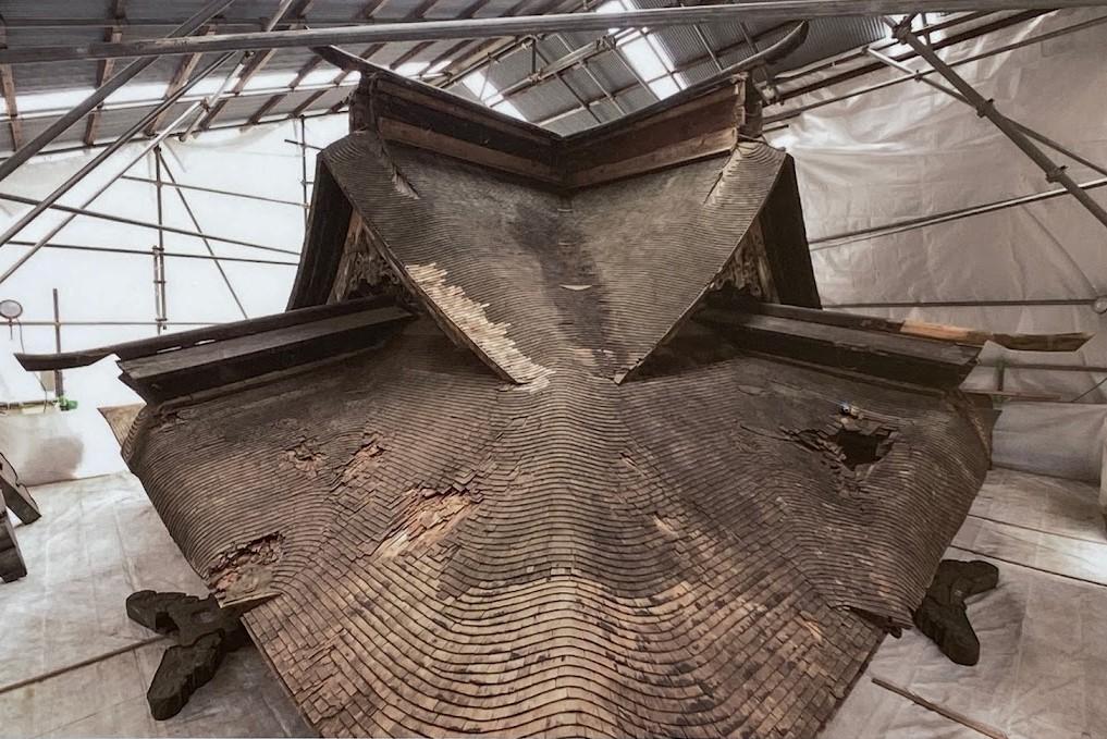カバー工法前のこけら葺き屋根