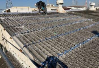タイトフレームを取り付けた折板屋根