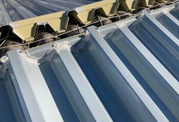 ボルトレスタイプの折板屋根