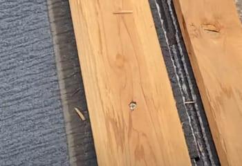 貫板は屋根を貫通させて固定させる