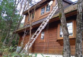 別荘と屋根の様子