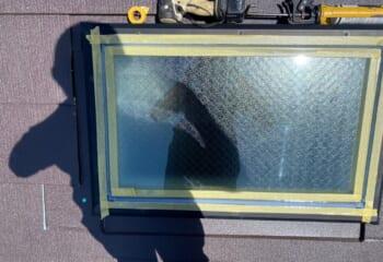 天窓の枠を設置しシーリング