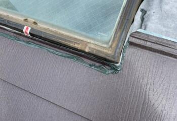 ガルテクトと天窓の取り合いにシーリング